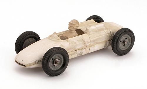 Porsche 804 Prototyp mit handgeschnitztem Fahrer.